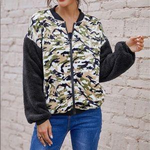 Jackets & Blazers - Zipper front camouflage teddy jacket.